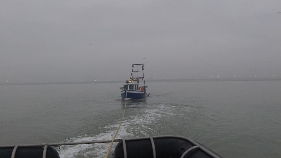 Visboot met kapotte keerkoppeling