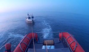 Defect aan motor van visboot Red One