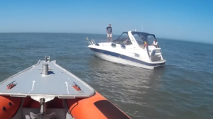 Motorboot Serendipity heeft motorproblemen