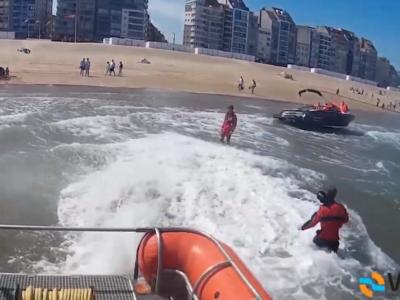 Speedboot belandt op strand en slaat lek