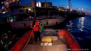 Zeilboot aan lager wal