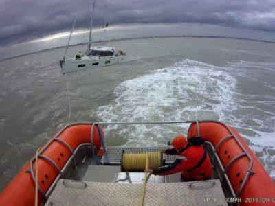 Zeilboot Mare Liberum met motorpech