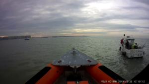 Visboot met kapotte motor