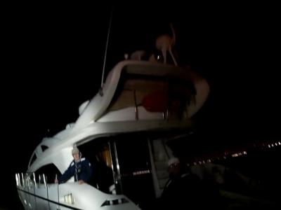 Motorboot op weg naar Engeland valt in het pikke donker zonder elektriciteit