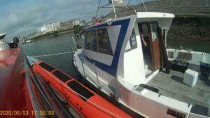 Visboot met motor problemen