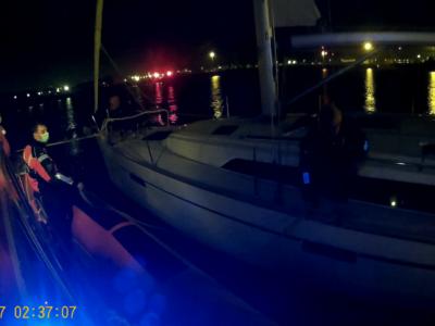 Zeilboot met nachtelijk roer problemen