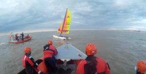 Redders oefenen met watersporters