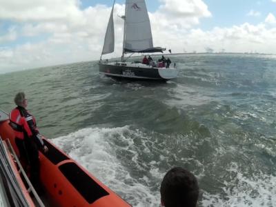Zeiljacht Vent du Nord maakt water en heeft motorproblemen