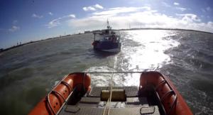 Motorboot met roerproblemen