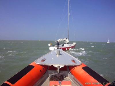 Zeilboot met roerproblemen