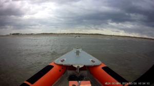 Stranding zeilbootje op het strand