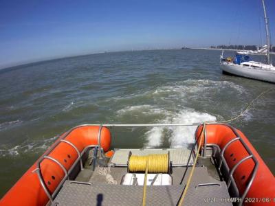 Zeilboot met touw in de schroef