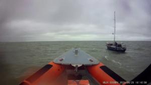 Zeilboot met motorpech