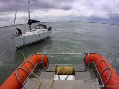 Zeilboot met haperende motor