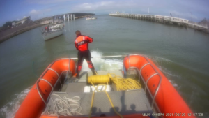 Zeilboot met gebroken mast
